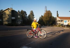 Frida Svensk vet att hon ska titta noga innan hon går över vägen.