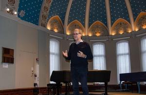 Engagerade vid olika församlingar lyssnade till Olle Kristenssons föredrag om betydelsen av dopet för konvertiter.