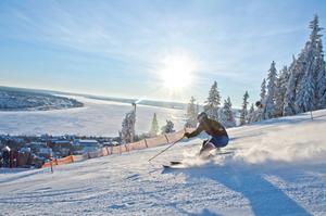 Utförsåkning i Gustavsbergsbacken är en av aktiviteterna som du kan sysselsätta dig med i Östersund under vintern.