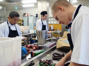 Louis Bocangel, Johan Söderberg och Filip Rosenlöv jobbar för högtryck, brist på arbete fins inte.