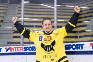 Mats Brokvist jublar över nya rollen som klubbchef för VIK Hockey.