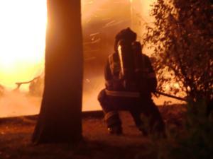 Brand i Vallby 2010-08-16 började ca 00.15. Brandkåren kom snart och släckte mycket snabbt. Förrådet var övertänt och branden hotade att sprida sig till flera närliggande bostadshus.