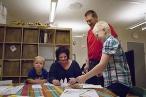 Jimmy Eriksson har tillsammans med Villeman Janars gjort ett rymdspel som han provar på med familjen.