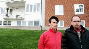 Magdalena och Jakob Hägglund har sin dementa pappa boende växelvis på Norrbygården. De är oroliga över vad som kommer hända med tryggheten när boendet stängs ner.