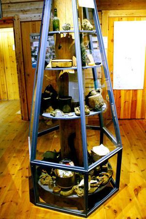Totalt har 500 kubikmeter skräp, som dumpats i ett par århundraden, tagits upp ur gruvan.