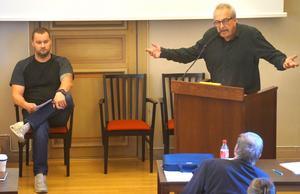 Ronny Beyer (S) säger att han inte bara kan sitta tyst efter att Pär Sjögren varit uppe i talarstolen i kommunfullmäktige.
