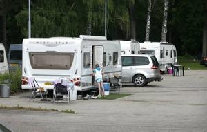 I dag ska kommunens säkerhetsansvarige ta ställning i frågan om asfaltläggarnas husvagnsparkering.  Foto: Annakarin Björnström