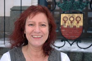 Lena Säfström är informationschef för Falu Kommun. Hon gillar sitt jobb och trivs i Falun. Även om staden i hennes hjärta egentligen heter Gävle. Den 14 december fyller hon 50 år.