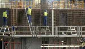 Det är svårt att hitta personal inom byggbranschen och även inom entreprenad.Foto. Hasse Holmberg / SCANPIX Kod 96