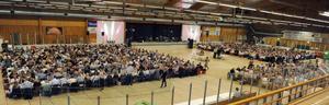 1 290 personer äter surströmming i Alfta. Exotiskt och konstigt skulle nog många från andra länder tycka.