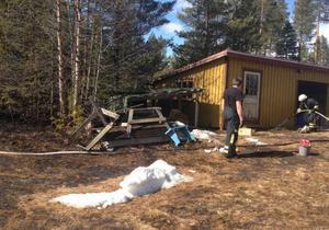 En förrådsbyggnad klarade sig med nöd och näppe vid gräsbranden i Lillhärdal på påskdagen.