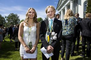 Med blandade känslor gick Jonna Mohlén och Gustav Näsström ut nionde klass.