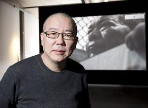 """Taiwanesiske konstnären Chen Chieh-Jen framför sin film """"The Route""""."""