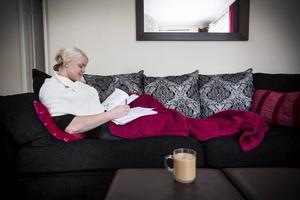 Paula Junhov Rindberg jobbar extra inom vården och läser upp gymnasiet för att söka högskola till hösten.