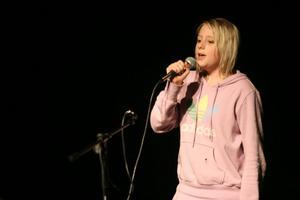Alicea Wedin sjunger