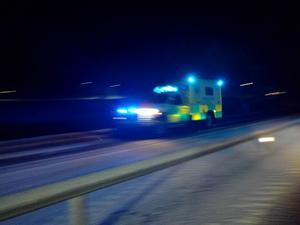 Ambulans tillkallades till olycksplatsen.