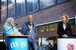 Lasse Karlsson styrde frågorna till Marita Lärnestad (M) och Boel Godner (S).