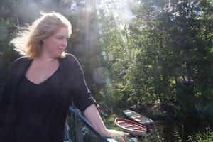 Johanna Ersson njuter av utsikten från takterassen.
