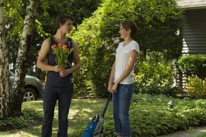 Augustus och Hazel (Ansel Elgort och Shailene Woodley) möts i gruppterapi för cancersjuka tonåringar, och förälskar sig i varandra.