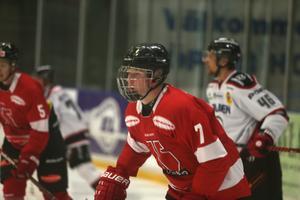 Simon Forsmark är den första spelaren som är född 2003 att spela för ett SHL-lag.