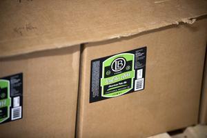 Kartonger med färdig öl för leverans till antingen Systembolaget eller direkt till krogar.