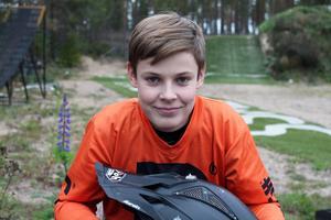 Drömmen för Jonatan Karlsson, 14 år, är att flytta till USA, bli proffs och bäst i världen i FMX.