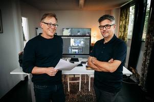 Manusskrivaren Pelle Mattsson och filmfotografen Jörgen Bodesand i klipprummet.