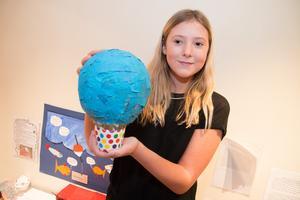 Engla Swärd, 4B, hade byggt en luftballong för att kunna leverera mat till svältande i Afrika på ett miljövänligt sätt.