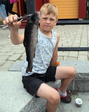 Wilmer Dahlin drog upp två fiskar ur kanalen, bland annat den här och det ärckte för en placering högt upp i prislistan.