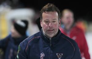 Tränare Svenne Olsson räknar med att vara tillbaka efter magsjukan/matförgiftningen som däckade Bollnäs tränare i onsdags.