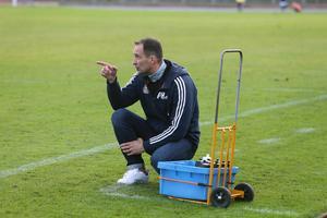 Peter Hautalahti, tränare i BKV Norrtälje, tror att hans lag fixar kontraktet i division 2 trots ett tufft läge inför avslutningen.