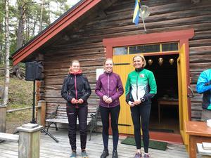 Från vänster: Linnea Sahlin, OK Vildhussen, Elin Kristoffersson, Östersunds OK, Camilla Hamberg, Östersunds OK. Foto: Gunnar Hedberg