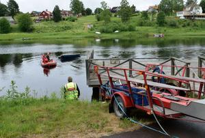 Räddningstjänsten Dala Mitts Gagnefskår fick larm om en misstänkt drunkningsolycka och bärgade en båt som kommit flytande med strömmen.