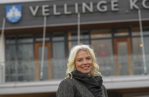 Carina Wutzler (M), ordförande i kommunstyrelsen i Vellinge låter sig med ett leende på läpparna fotograferas efter Högsta förvaltningsdomstolens besked om att kommuner har rätt att införa tiggeriförbud i förebyggande syfte.  Foto: Andreas Hillergren / TT