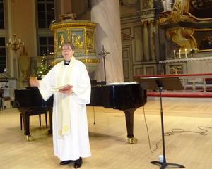 Catharina Larsson höll en kortare andakt och bön och höll därutöver på ett förtjänstfullt samman nyårskonserten. Foto: Christina Häggkvist