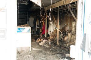 Polisens tekniker gjorde fynd i brandresterna som stärkte misstankarna att branden var anlagd. Händelsen utreds som grov mordbrand.