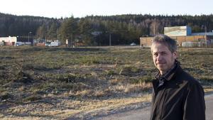 Patrik Ellefsson, distriktschef, vid en av ytorna som avverkats för att förbättra säkerheten på terminalen.