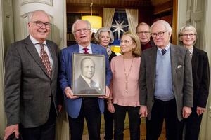 Delar av familjen Wikström samlades på Villa Marieberg för att minnas. Från vänster: Johan, Ando, Margareta , Sigrid , Margareta, Ivar, Peter, Sigrid och Johan WIkström.