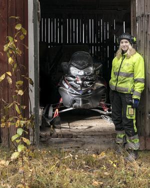 Sabina Bengtsson gillar att vara ute med kompisar och köra sin Polaris Switchback FST från 2006.