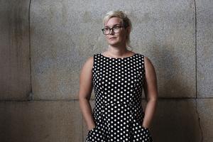 Jona Elings Knutsson arbetar som läkare och debuterar nu som romanförfattare. Bild: Sara Mac Key