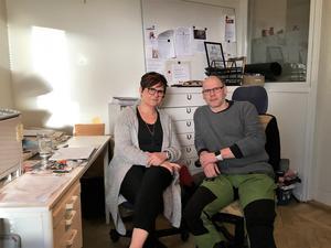 På Porten arbetar Ingbritt Stålgren och Per Helgesson. Tidigare hade de också ett uppdrag att gå ut och söka upp missbrukare men det projektet är nedlagt.