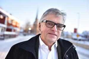 Per Åsling (C), som är förste vice ordförande i skatteutskottet, är förvånad över att rikskronofogden fortsätter att förfäkta nedläggningen av kontoret i Mora.
