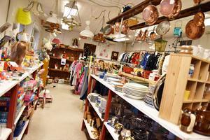 Återbruket i Öna öppnade år 1996 fast då i lokalen som ligger intill den nuvarande butiken.