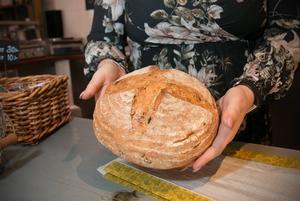 Bageriet vid Torö lanthandel läggs ner. Framöver levereras brödet till bageriet från annat håll.