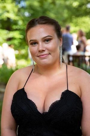 Simone Lundin såg fram emot att gå på sitt livs första bal.