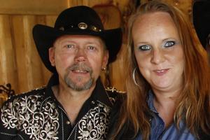 Två åttondelar av Carrie Hall: Kenneth Isaksson och Karin Lindberg.