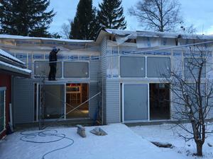 Fönster och dörrar har specialimporterats och är underhållsfria.