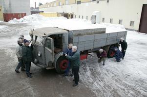 Här är Scanias veteranbilsgrupp när de hämtar Falken i just Falkenberg 2006. Sedan dess har den restaurerats till sin ursprungliga glans. Foto: Peggy Bergman
