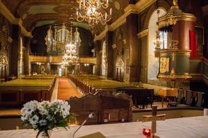 Före: Ytskikten var slitna efter många kyrkobesökare. Den senaste storrenoveringen gjordes 1938.