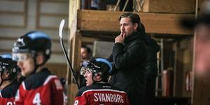 Kumla Hockey och Erik Planeby har en fin vecka bakom sig. Tre raka segrar har tagit laget över nedre strecket i hockeyettans vårserie.